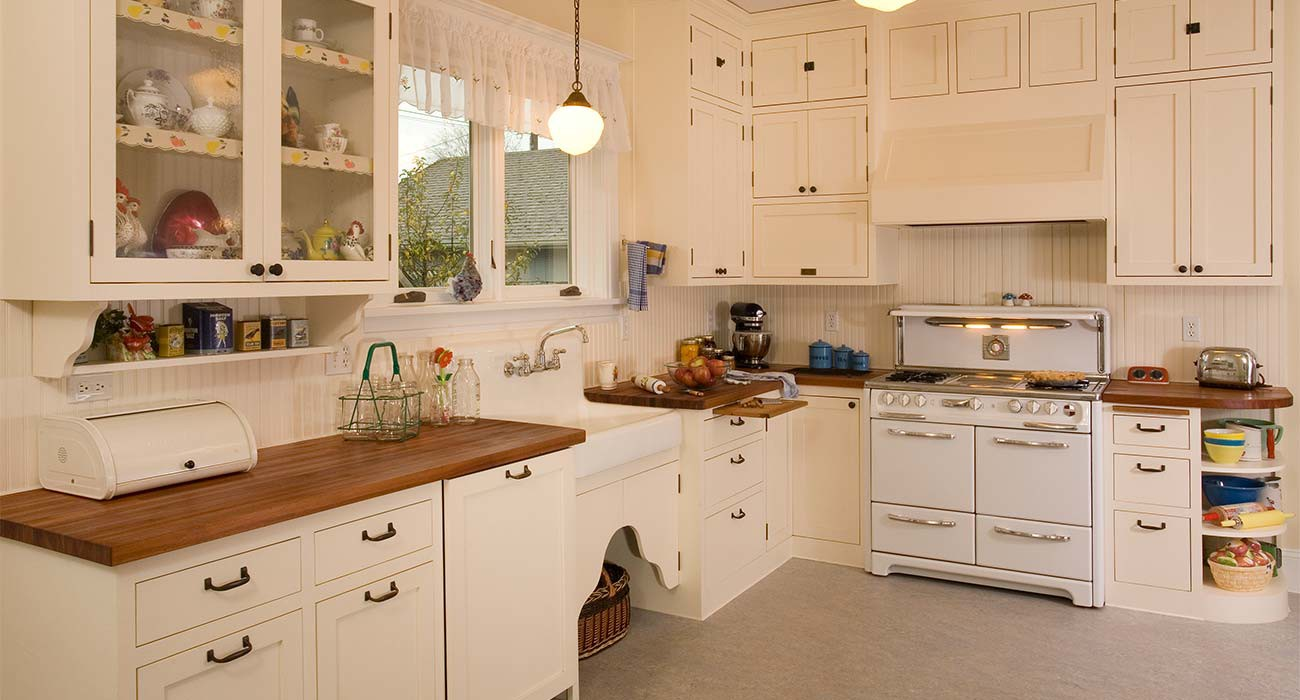 Historic_White_KItchen_Remodel_Apron_Front_Sink